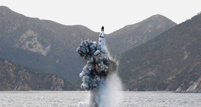 Un missile tiré depuis un sous-marin