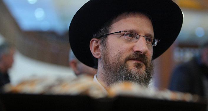 Le grand rabbin Berl Lazar.