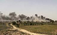 Nuage de fumée élève des positions de Daech près de Falloujah, en Irak