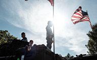 Les drapeaux de Lettonie et des USA