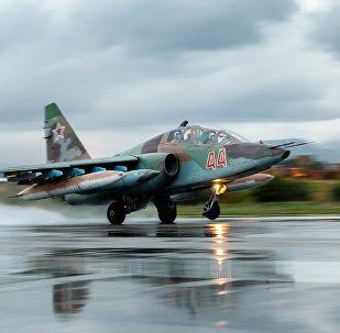 Un Su-25 russe à la base aérienne de Hmeimim en Syrie
