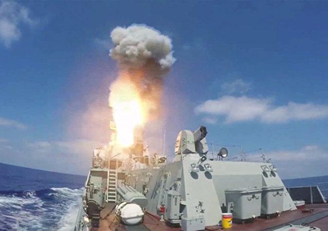 Missile de croisière Kalibr tiré depuis un navire