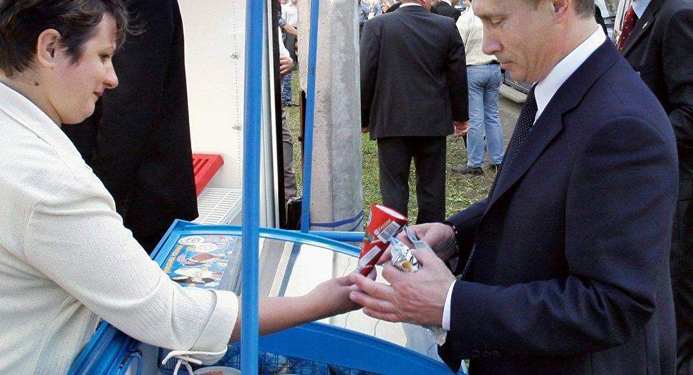 Poutine promet d'offrir une glace russe au président chinois