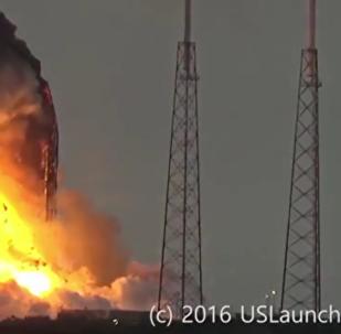 Une fusée Falcon 9 explose au décollage