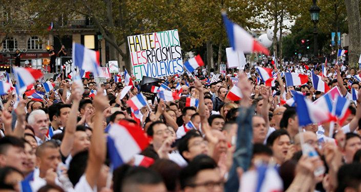 La communauté chinoise manifeste à Paris