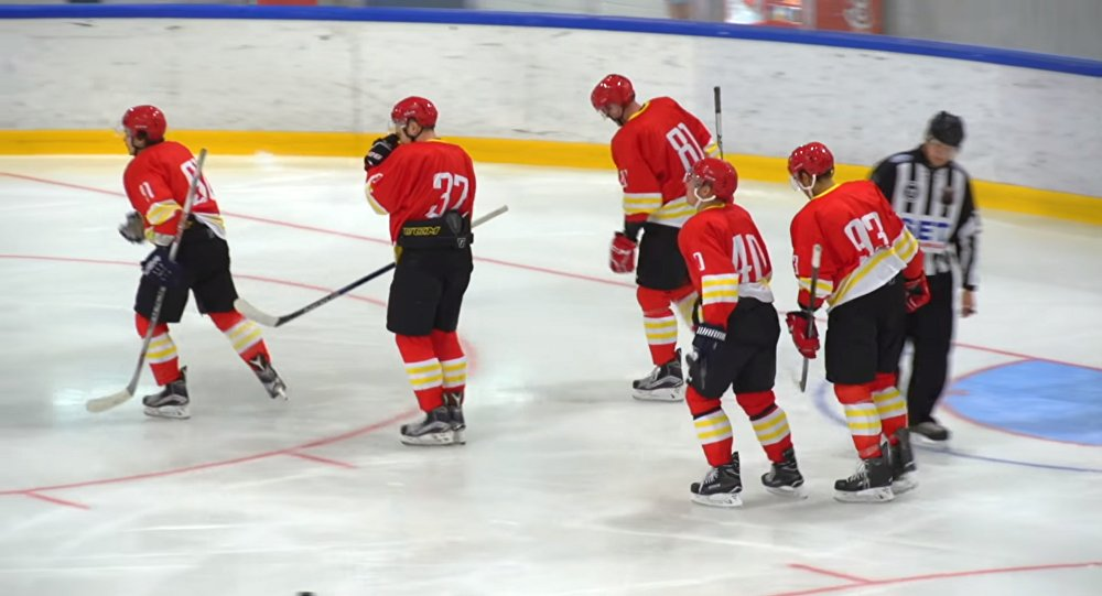 Le club chinois Kunlun Red Star dans un match contre le club russe Amur