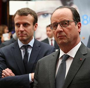 François Hollande et Emmanuel Macron au palais de l'Élysée