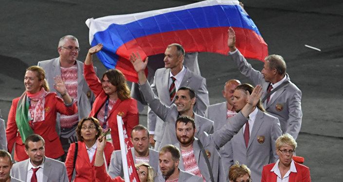Drapeau russe à l'ouverture des Jeux d'été paralympiques XIV de 2016 à Rio de Janeiro