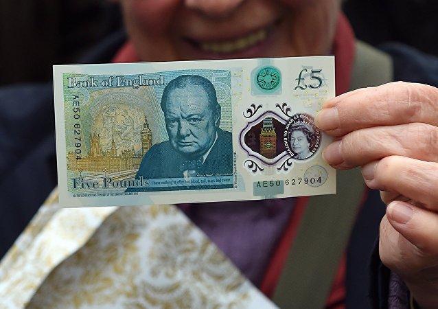 Churchill sur les nouveaux billets de 5 livres en Angleterre