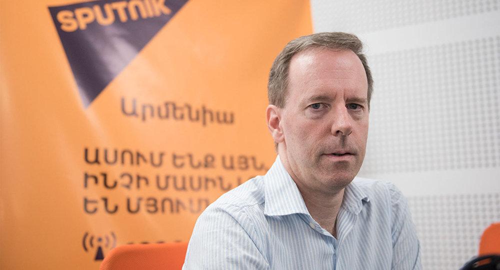 David Kerans, analyste américain