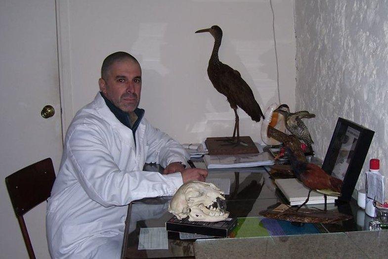 Gerardo Cantou dans son bureau