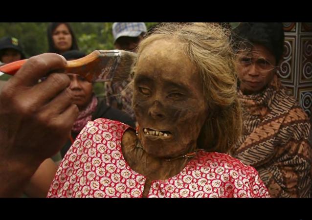 En Indonésie, des cadavres exhumés pour leur refaire une beauté
