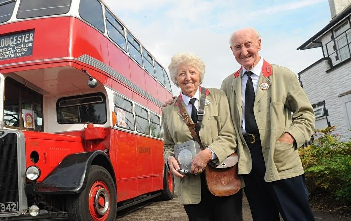 a 82 ans il offre sa femme le bus dans lequel il l 39 a connue sputnik france. Black Bedroom Furniture Sets. Home Design Ideas