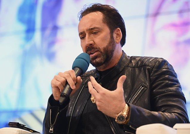 Nicholas Cage donne une conférence de presse à Moscou
