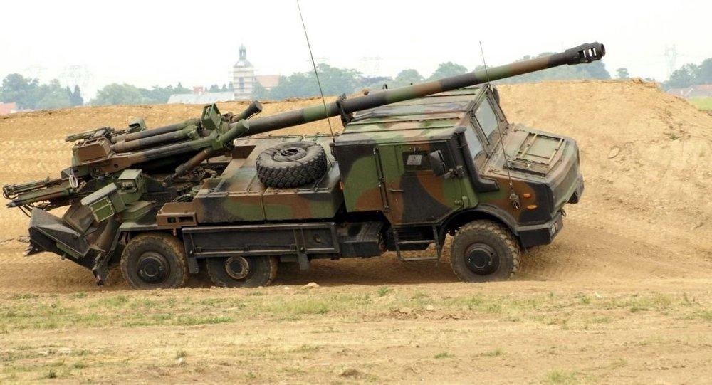 Une batterie d'artillerie française déployée près de la ...