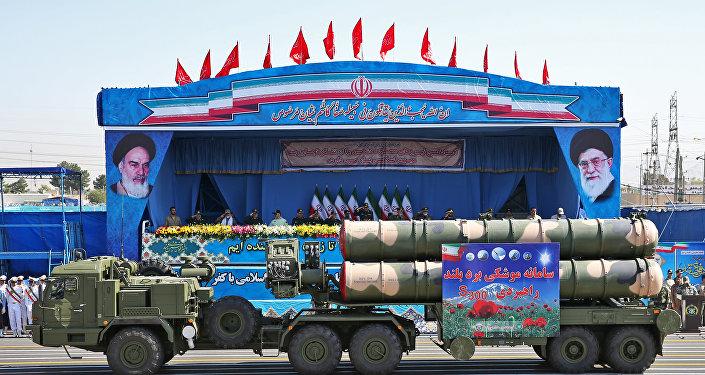 S-300 russes défilent à Téhéran