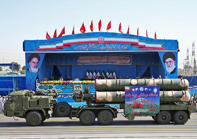 S-300 défilent à Téhéran