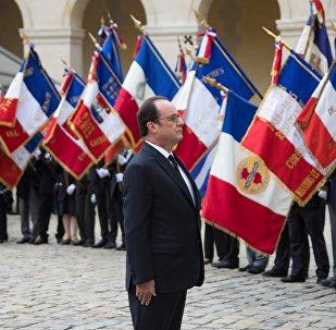 François Hollande dans la cour de l'Hôtel des Invalides à Paris