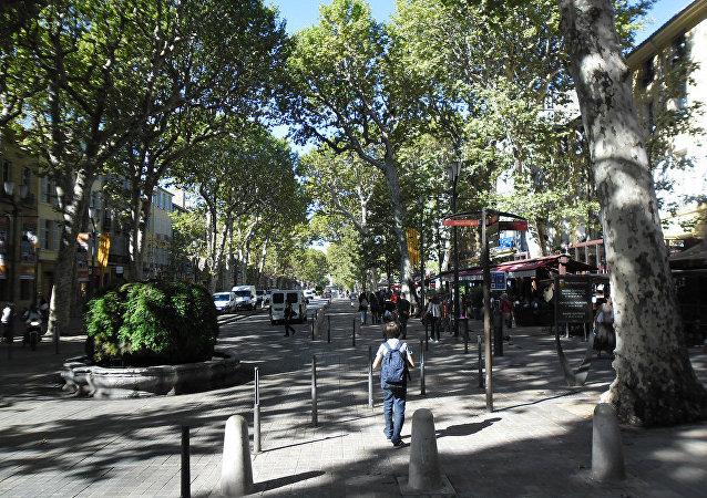 un écolier à Aix-en-Provence