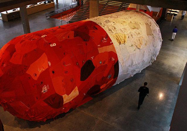 Un gélule géante exposée à Moscou