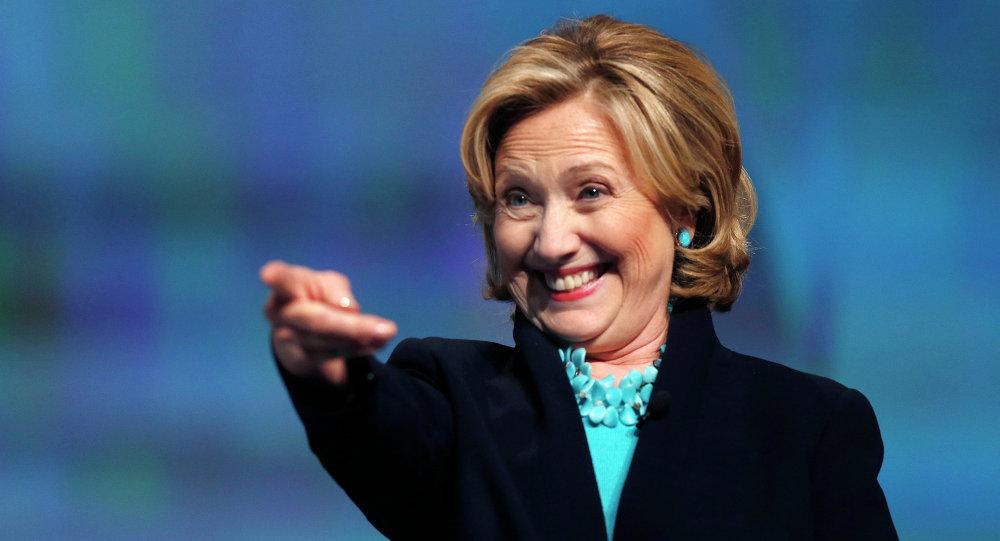 Cinq personnes pour créer une blague pour Hillary Clinton