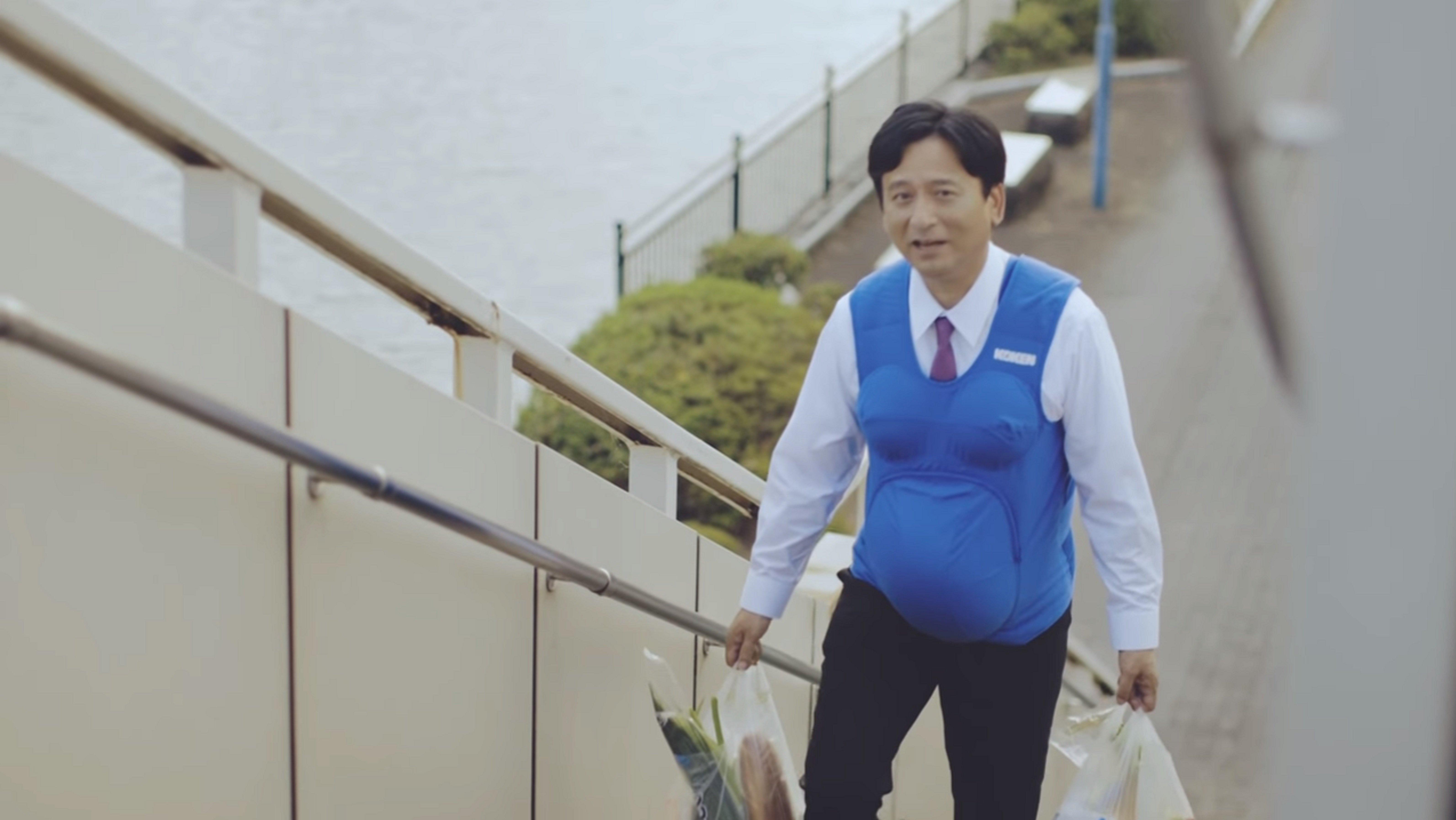 Un homme portant la veste