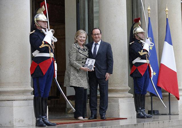 Hollande espère une victoire de Clinton