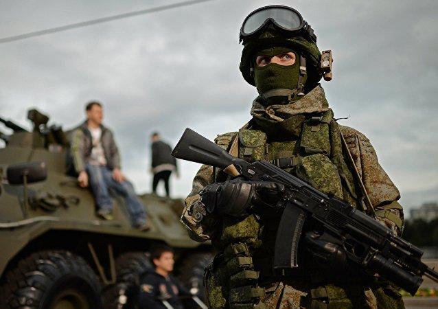 Un soldat équipé de Ratnik