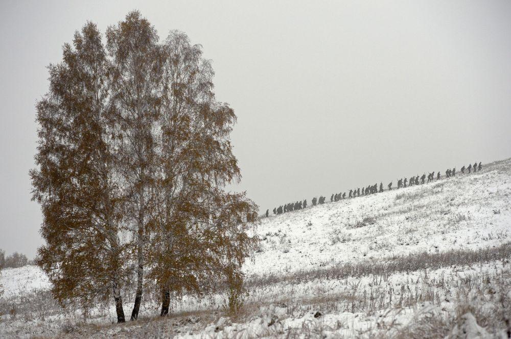 La marche forcée lors des tests de qualification dans le centre de formation Gorny aux abords de Novossibirsk