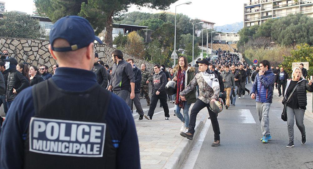 Radicalisation dans les lycées en France: le CNRS tire la sonnette d'alarme