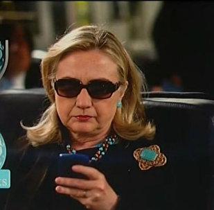 Hillary Clinton vs Wikileaks