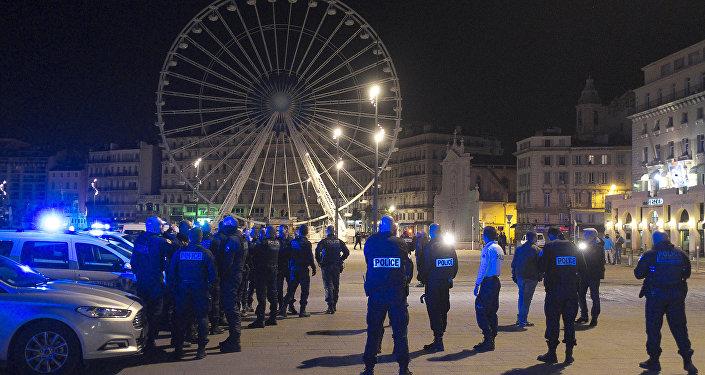 Manifestation de policiers sur le Vieux-Port à Marseille