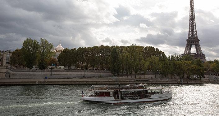 Cinq Bulbes à Paris pour rapprocher la France et la Russie