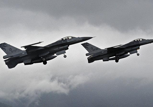 Chasseurs américains F-16