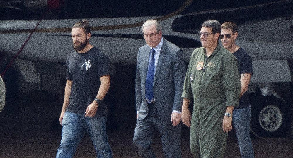 El policía hipster que detuvo a Cunha, nuevo fenómeno de internet en Brasil