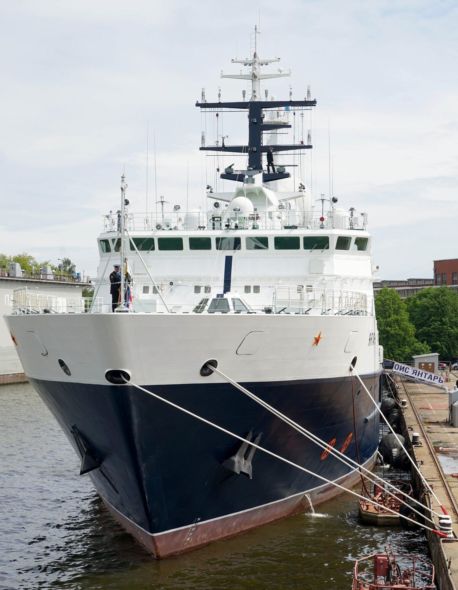 Le navire océanographique russe Yantar