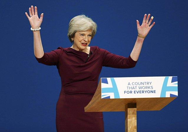 Theresa May «gifle» ce Français qui lui demande de négocier dans la langue de Molière