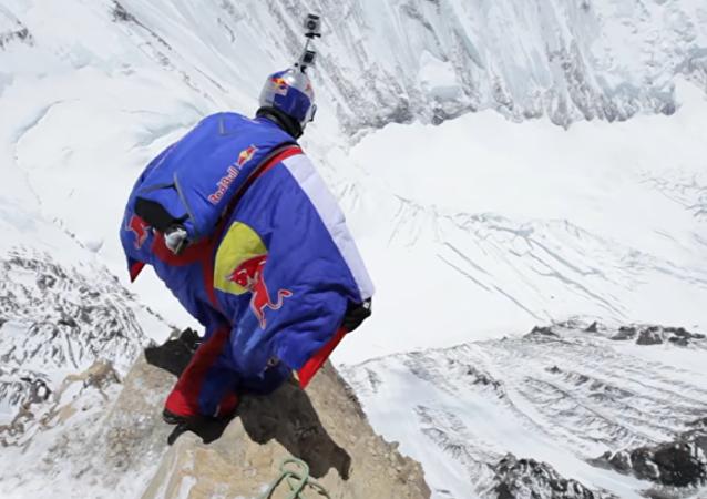 Un nouveau record mondial de chute libre depuis l'Himalaya!