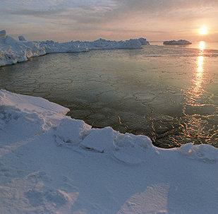 Un lever du soleil en Arctique