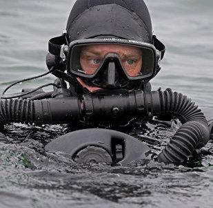 Entraînement des plongeurs de la base navale de la mer Baltique