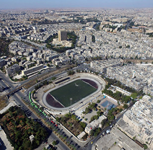 Le stade d'Alep contrôlé par l'armée gouvernementale où des bus attendent les habitants souhaitant quitter la ville