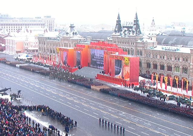 Le 75e anniversaire du défilé militaire sur la place Rouge à Moscou