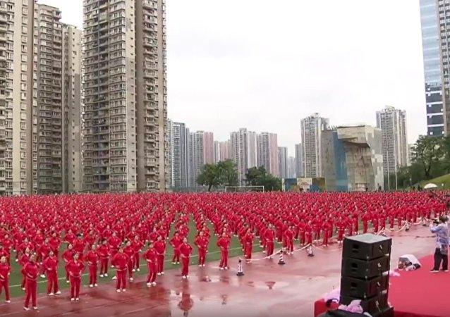 Quand 50.000 Chinois dansent en cadence (vidéo)