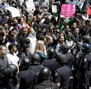 Anti-Trump protesters at the California Republican Convention