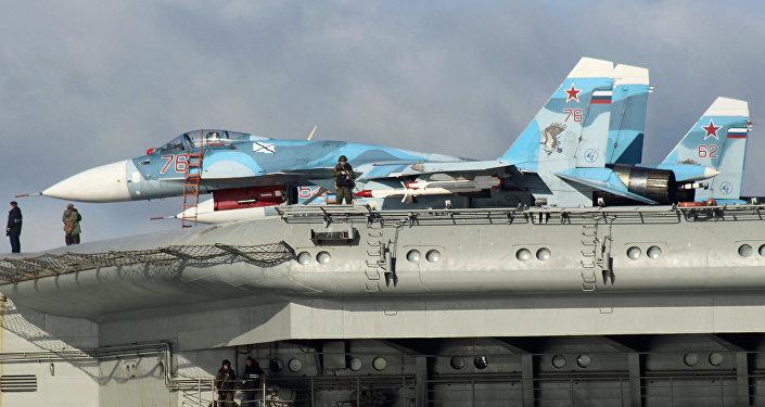 Des chasseurs Su-33 à bord du porte-avions russe Admiral Kouznetsov