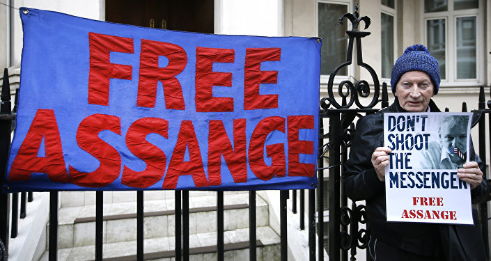 près de l'asile d'Assange