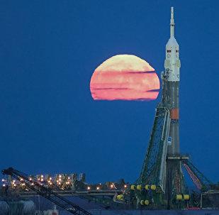 La super Lune sur le cosmodrome de Baïkonour
