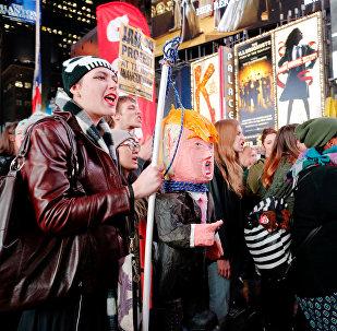Des Américains manifestent contre le président élu Donald Trump à New York, le 9 novembre 2016