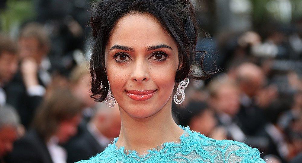 Et maintenant, au tour d'une star bollywoodienne d'être attaquée en plein Paris
