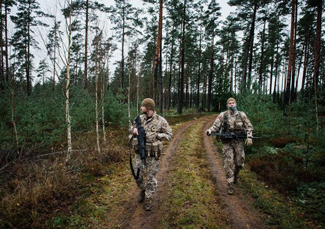 Des soldats lettons